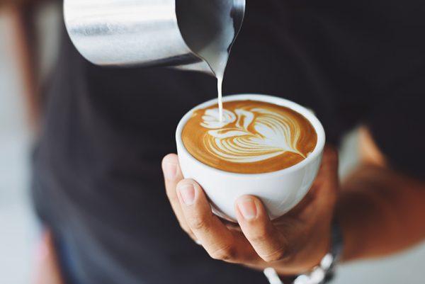 making-latte-art-with-foamed-milk